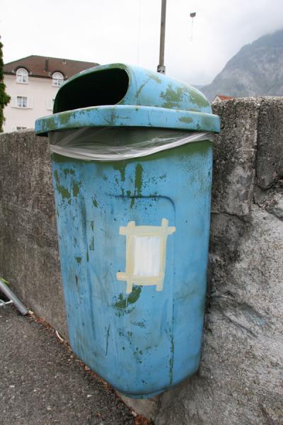 Abfallkuebel, Akryl auf Plastik